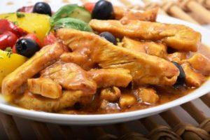 Straccetti di pollo al curry e olive